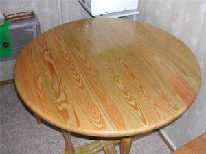 Derevyannyy stol